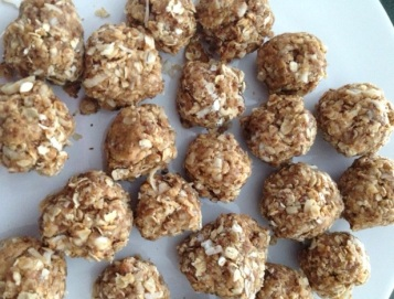 Mix everything up and refrigerate. After a few hours, make into energy balls. Keep refrigerated!