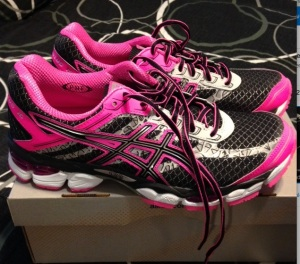 New running kicks in two of my favorite colors….and the bottom is reflective, too!